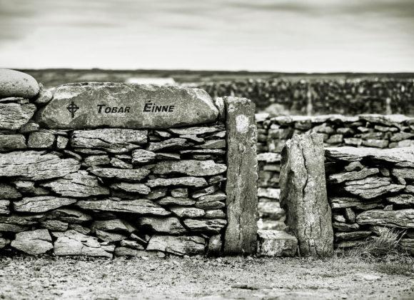 Cormac Coyne 'Inis Oirr le linn ordaithe dianghlasála'